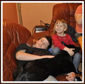 2012-02-25 Barnen har varit borta ett par dagar och Dixy har saknat dom