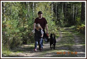 2012-09-15 Barnen på promenad med Dixy