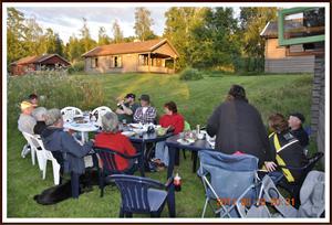 2011-08-13 Svarthundsträff i Rättvik: Nu ska vi få något att äta