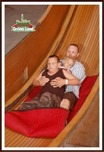 2010-07-14 Billy & Tess med pappa åker flygande matta i lustiga huset