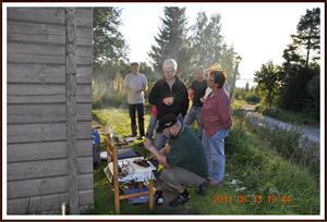 2011-08-13 Svarthundsträff i Rättvik: Alla väntar på att få äta
