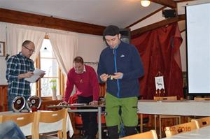 Magnus Dahl tar emot pris för sin Ackers Sniff