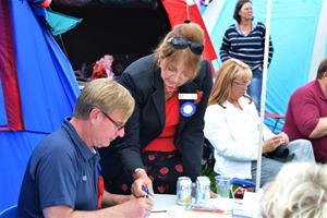 94 DSC_0365 Ringsekreterare Owe Rindstrand, Domare Joyce Vanek och Petra Junehall