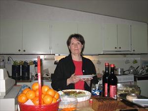 Carola som både bakar och lagar vår mat bla.