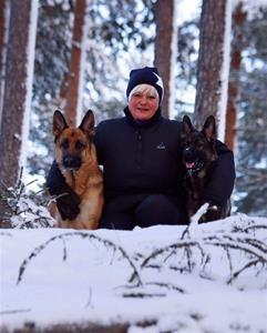 Skegårdens lexuz och kaldogårdens Alliz ägare Annelie Maanselkä